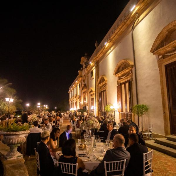 La villa con gli Invitati Cena di gala